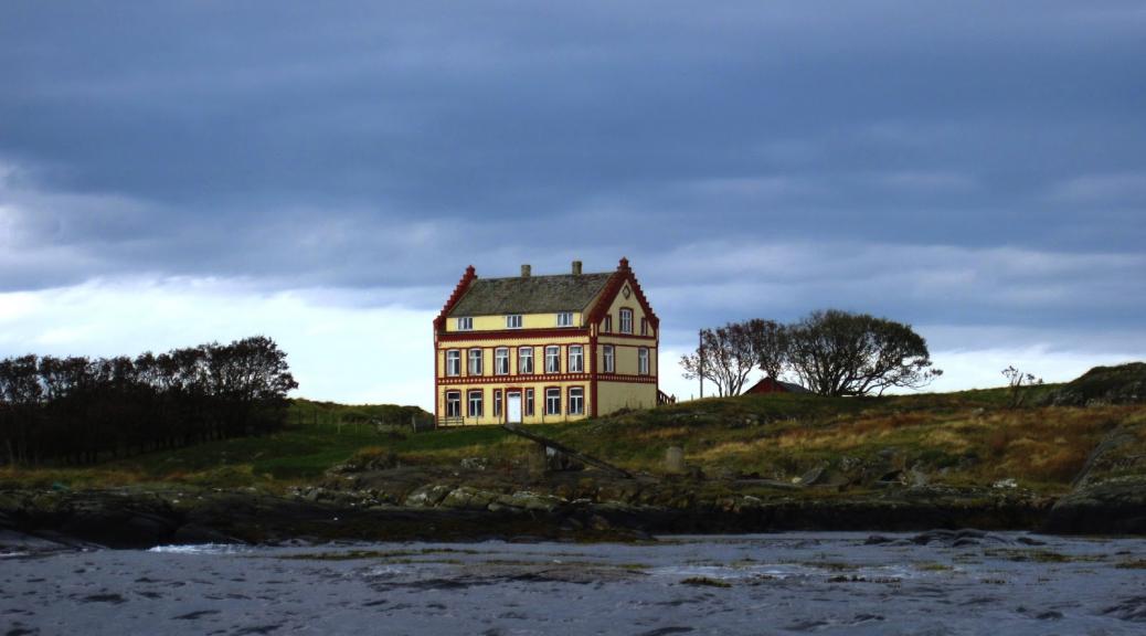 Scmidthus på Yksnøya. Foto: Lene Gjelsvik